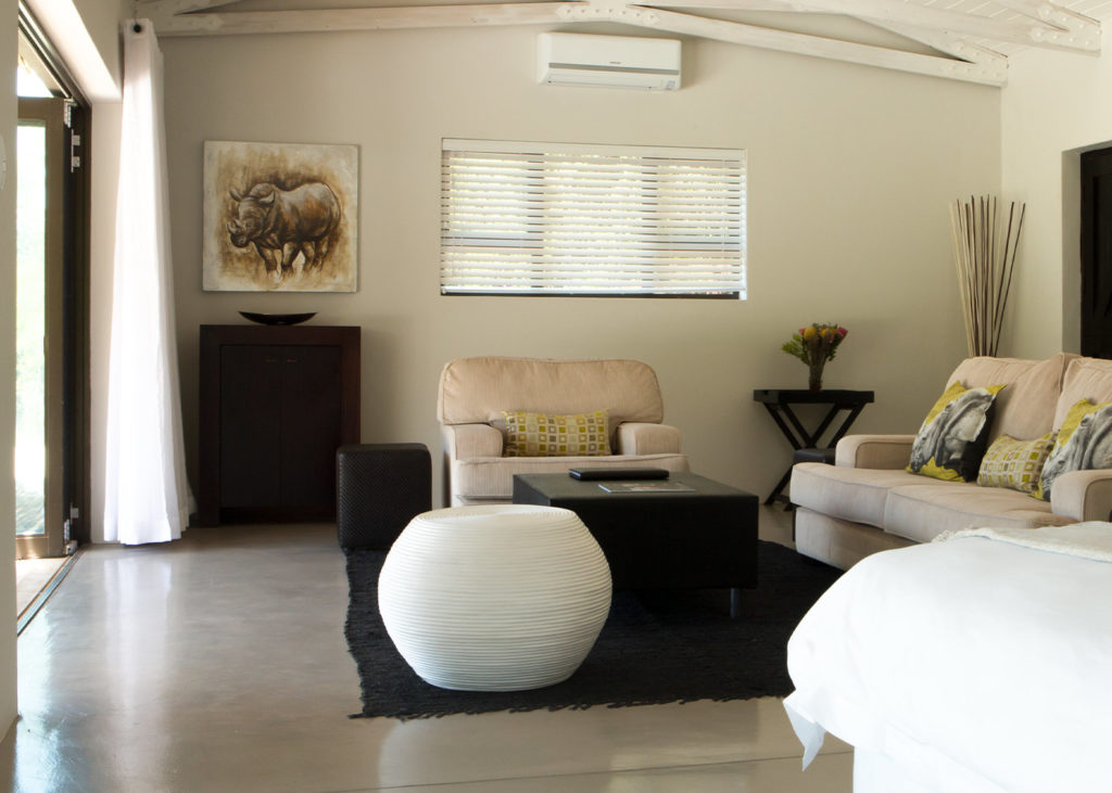 Hopewell-Private-Game-Reserve-Accommodation-Rhino-Private-Luxury-Suite Lounge