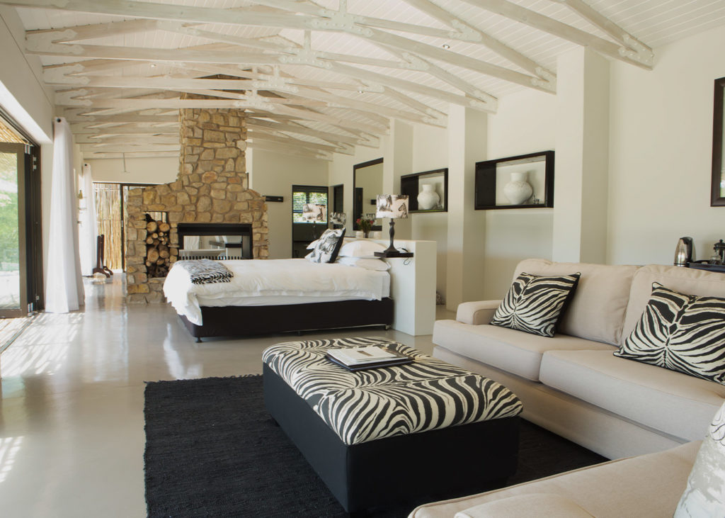 Hopewell-Private-Game-Reserve-Accommodation-Zebra-Private-Luxury-Suite